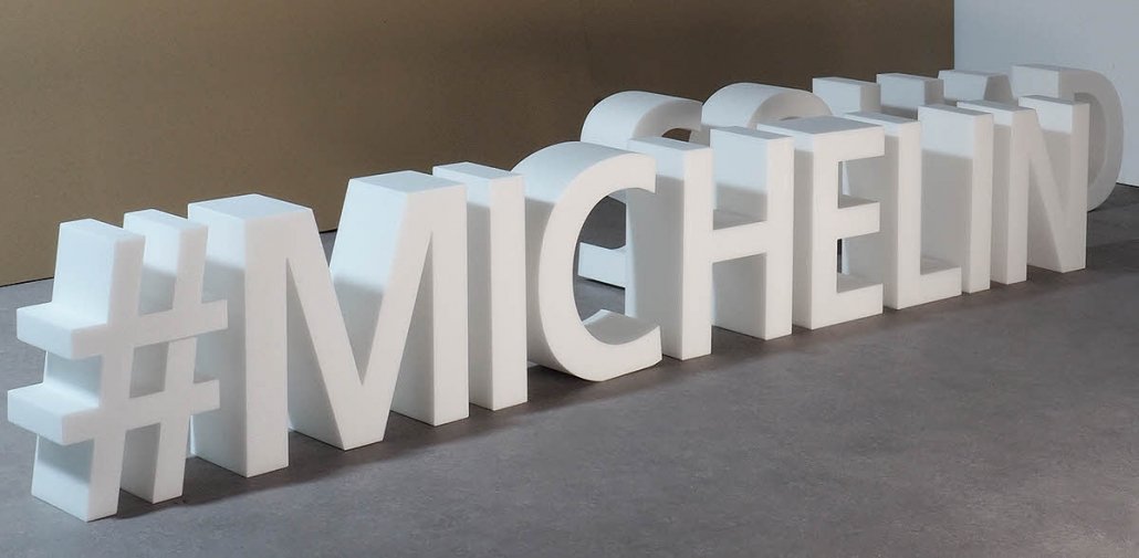 3D Buchstaben Michelin, aus weißem XPS Hartschaum