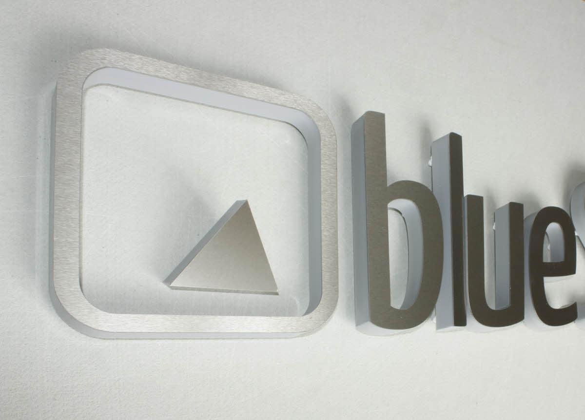 3D Logo V2A mit Plexiglas