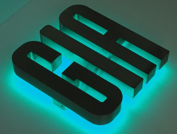 3D LED Buchstaben, Profil 3 Edelstahl, Rückleuchter LED Türkis
