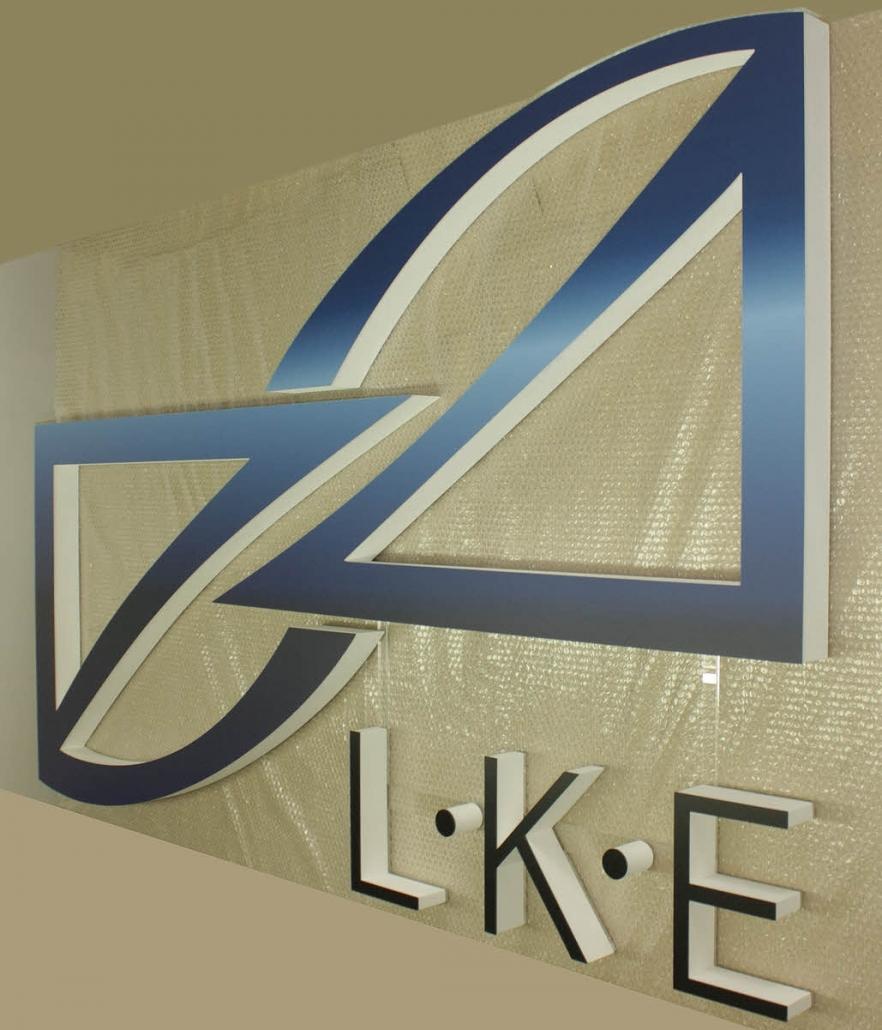 3D Logo aus XPS Harstchaum mit bedruckter Acrylglasabdeckung