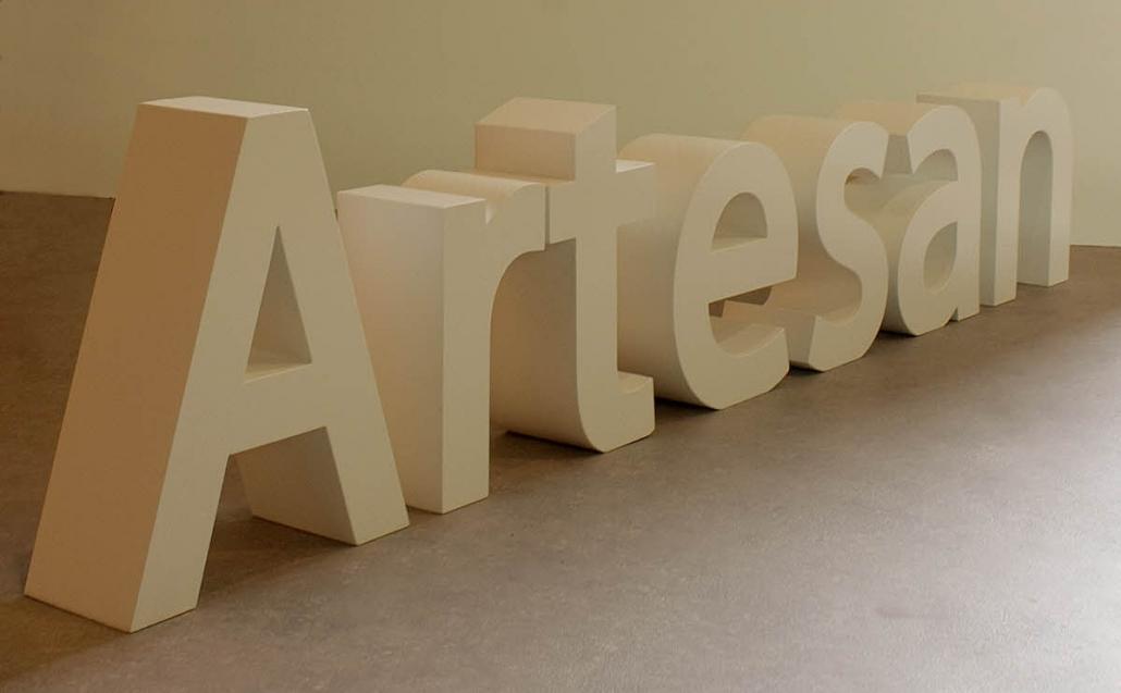 Styroporbuchstaben, gespachtelt und lackiert