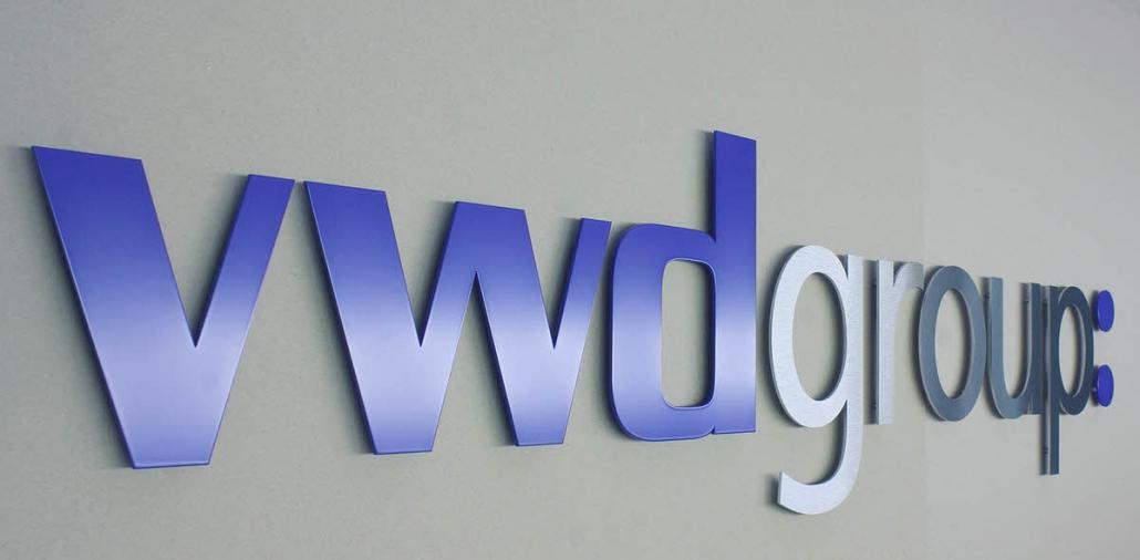 3D Buchstaben aus Metall, 3D Logo aus Edelstahl, teillackiert
