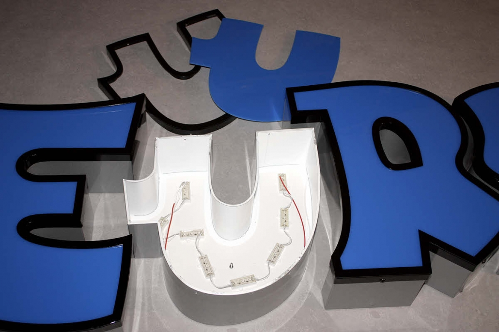 3D LED Profilbuchstaben Profil 4, 3D Beschriftungen für Außenbereiche, 3D Buchstaben, Profil 4 Buchstaben, Lichtwerbung, LED Buchstaben, Plexiglas Buchstaben, Leuchtbuchstaben