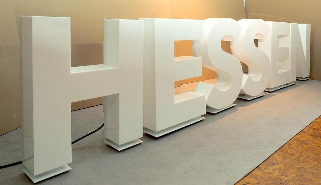 3D LED Buchstaben Profil 8 aus Plexiglas, Front- und Seitenleuchter.
