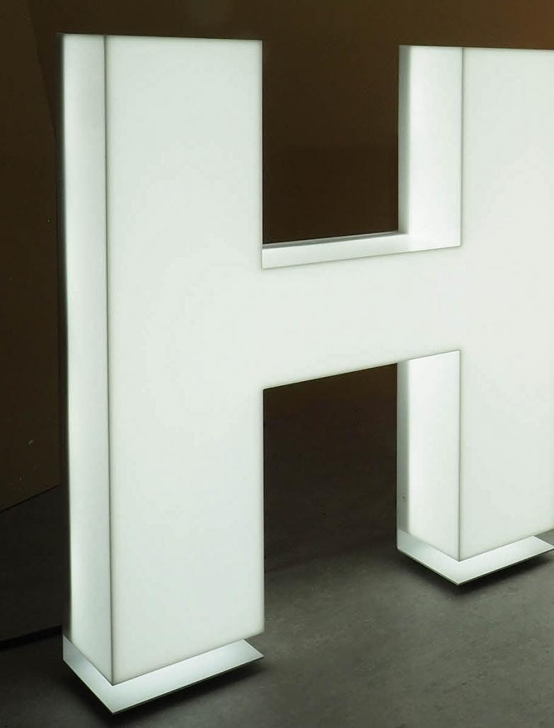 Musterbuchstabe, LED Buchstaben Profil 8, 3D Buchstabe, Leuchtbuchstabe aus Plexiglas, XL Buchstaben