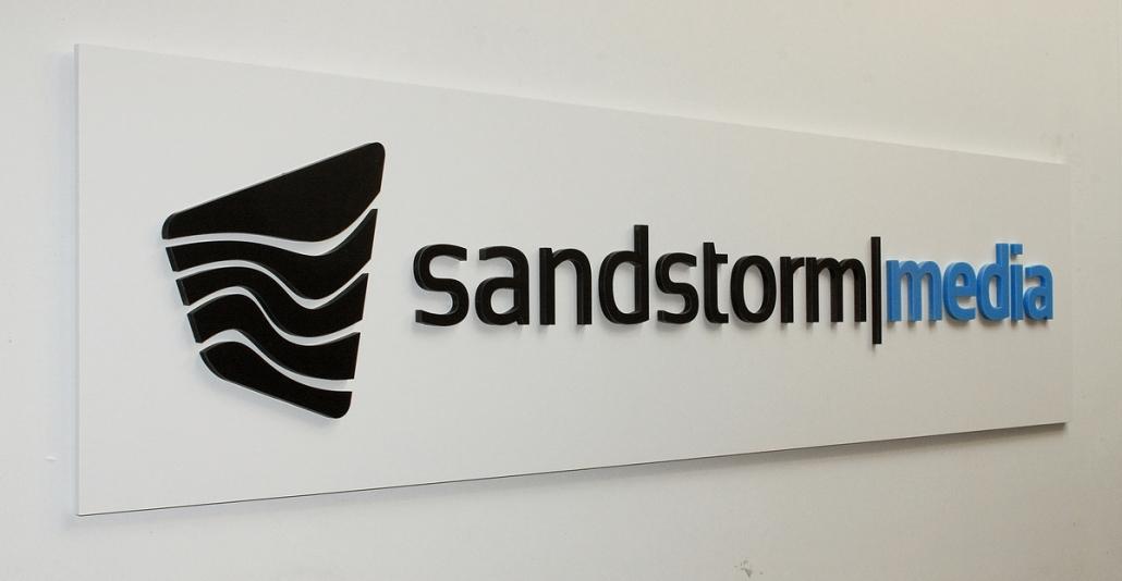 Firmenschilder mit 3D Beschriftung, 3D Schild aus PVC Hartschaum mit 3D Logo aus 8 mm Acrylglas