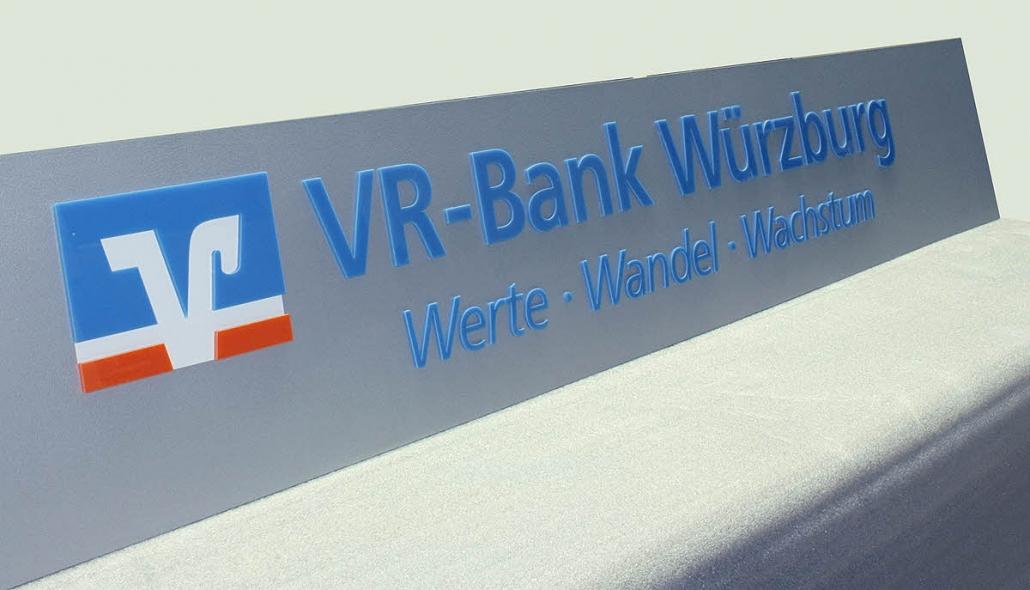 Firmenschilder mit 3D Beschriftung, 3D Schild mit Plexiglas Buchstaben und Logo